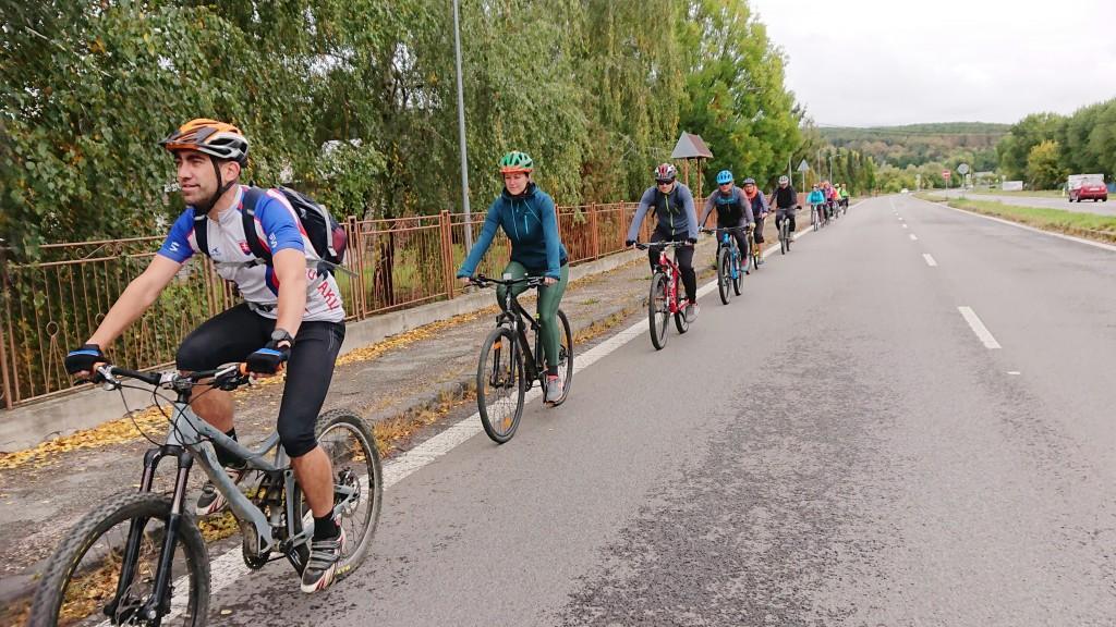 Cestou k jazeru Vinné